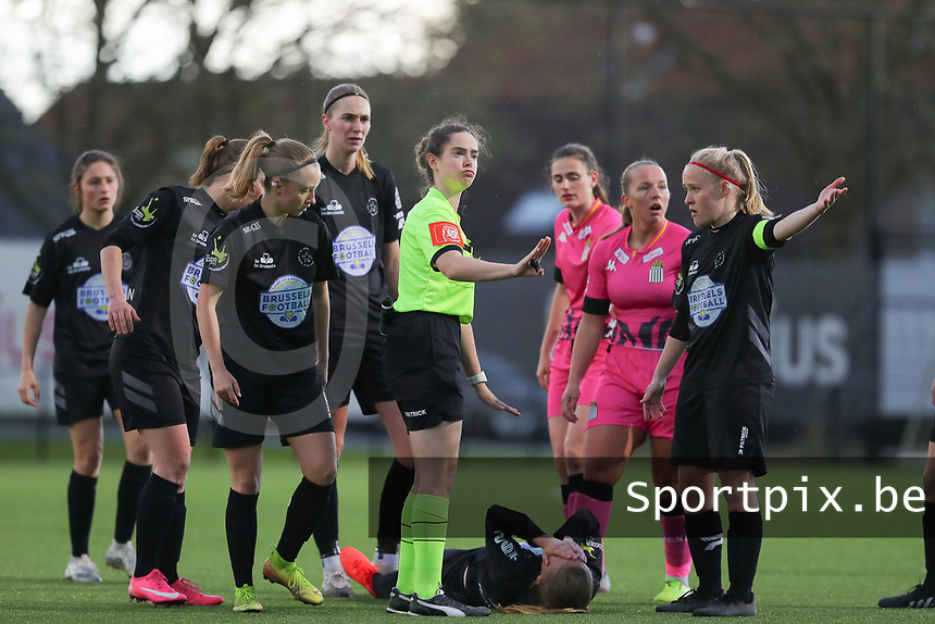 injury for Martyna Rakowicz (38) of Woluwe  pictured during a female soccer game between Sporting Charleroi and White Star Woluwe on the 7 th matchday in play off 2 of the 2020 - 2021 season of Belgian Scooore Womens Super League , friday 14 th of May 2021  in Marcinelle , Belgium . PHOTO SPORTPIX.BE | SPP | Sevil Oktem