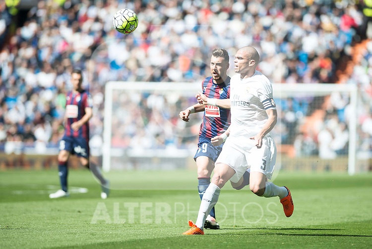 Real Madrid's Pepe and Sociedad Deportiva Eibar's Antonio Luna during La Liga match. April 09, 2016. (ALTERPHOTOS/Borja B.Hojas)