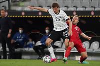 Thomas Mueller (Deutschland Germany) gegen Christian Eriksen (Dänemark, Denmark) - Innsbruck 02.06.2021: Deutschland vs. Daenemark, Tivoli Stadion Innsbruck