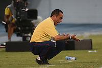 BARRANQUIILLA -COLOMBIA-16-08-2014. Jaime de la Pava técnico de Uniauntónoma reacciona durante partido con La Equidad por la fecha 5 de la Liga Postobón II 2014 jugado en el estadio Metropolitano de la ciudad de Barranquilla./ Uniautonoma coach Jaime de la Pava reacts during the match against La Equidad for the 5th date of the Postobon League II 2014 played at Metropolitano stadium in Barranquilla city.  Photo: VizzorImage/Alfonso Cervantes/STR