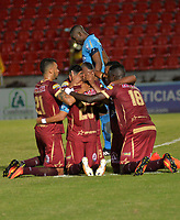 IBAGUÉ - COLOMBIA, 02-11-2017: Angelo Rodriguez (atrás) jugador del Deportes Tolima celebra con sus compañeros después de anotar el segundo gol de su equipo a Deportivo Pasto durante partido por la fecha 18 de la Liga Águila II 2017 jugado en el estadio Manuel Murillo Toro de Ibagué. / Angelo Rodriguez (back) player of Deportes Tolima celebrates with his teammates after scoring the second goal of his team to Deportivo Pasto during match for date 18 of the Aguila League II 2017 played at Manuel Murillo Toro stadium in Ibague city. Photo: VizzorImage / Juan Carlos Escobar / Cont