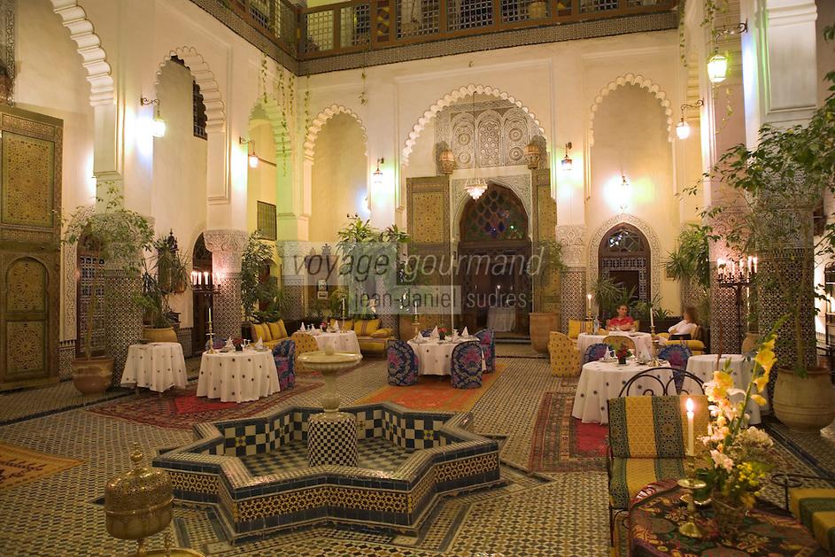 Afrique/Afrique du Nord/Maroc/Fèz: Médina de Fèz-El-Bali - Riad El Ghalia la salle du restaurant