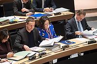 Plenarsitzung des Berliner Abgeordnetenhaus am Donnerstag den 25. Januar 2018.<br /> Im Bild vlnr.: Klaus Lederer, Kultursenator und stellv. Buergermeister, Linkspartei; Ramona Pop, Wirtschaftssenatorin und stellv. Buergermeisterin, Buendnis 90/Gruene; Michael Mueller, Reigierender Buergermeister, SPD. <br /> 25.1.2018, Berlin<br /> Copyright: Christian-Ditsch.de<br /> [Inhaltsveraendernde Manipulation des Fotos nur nach ausdruecklicher Genehmigung des Fotografen. Vereinbarungen ueber Abtretung von Persoenlichkeitsrechten/Model Release der abgebildeten Person/Personen liegen nicht vor. NO MODEL RELEASE! Nur fuer Redaktionelle Zwecke. Don't publish without copyright Christian-Ditsch.de, Veroeffentlichung nur mit Fotografennennung, sowie gegen Honorar, MwSt. und Beleg. Konto: I N G - D i B a, IBAN DE58500105175400192269, BIC INGDDEFFXXX, Kontakt: post@christian-ditsch.de<br /> Bei der Bearbeitung der Dateiinformationen darf die Urheberkennzeichnung in den EXIF- und  IPTC-Daten nicht entfernt werden, diese sind in digitalen Medien nach §95c UrhG rechtlich geschuetzt. Der Urhebervermerk wird gemaess §13 UrhG verlangt.]