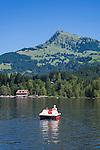 Austria, Tyrol, near Kitzbuhel: idyllic Schwarzsee (Black Lake) on the outskirts of Kitzbuhel, at background mountain Kitzbuheler Horn | Oesterreich, Tirol, bei Kitzbuehel: Schwarzsee, idyllisch gelegener Badesee, 8 ha gross und bis zu 8 m tief, einer der waermsten Seen der Alpen, im Hintergrund das Kitzbueheler Horn