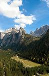 Italy, South Tyrol, Alto Adige, Val Gardena, Dolomites, Selva Gardena, view into Vallunga Valley | Italien, Suedtirol, Dolomiten, Groednertal, Wolkenstein, Blick ins Langental