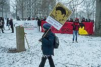 Demonstration in Dessau anlaesslich des 12. Todestages des Fluechtling Oury Jalloh, der am 7. Januar 2005 unter bislang nicht geklaerten Umstaenden in Polizeihaft, in der Zelle gefesselt, bei lebendigem Leib verbrannte.<br /> An der Demonstration beteiligten sich ca. 1.500 Menschen.<br /> Im Bild: Die Demonstration haelt eine Kundgebung an der Gedenk-Stele fuer den am 11. Juni 2000 vor Rechtsextremen ermordeten Alberto Adriano ab.<br /> 7.1.2017, Dessau<br /> Copyright: Christian-Ditsch.de<br /> [Inhaltsveraendernde Manipulation des Fotos nur nach ausdruecklicher Genehmigung des Fotografen. Vereinbarungen ueber Abtretung von Persoenlichkeitsrechten/Model Release der abgebildeten Person/Personen liegen nicht vor. NO MODEL RELEASE! Nur fuer Redaktionelle Zwecke. Don't publish without copyright Christian-Ditsch.de, Veroeffentlichung nur mit Fotografennennung, sowie gegen Honorar, MwSt. und Beleg. Konto: I N G - D i B a, IBAN DE58500105175400192269, BIC INGDDEFFXXX, Kontakt: post@christian-ditsch.de<br /> Bei der Bearbeitung der Dateiinformationen darf die Urheberkennzeichnung in den EXIF- und  IPTC-Daten nicht entfernt werden, diese sind in digitalen Medien nach §95c UrhG rechtlich geschuetzt. Der Urhebervermerk wird gemaess §13 UrhG verlangt.]