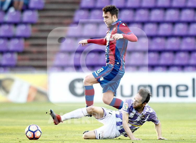 Real Valladolid's Michel Herrero (r) and Levante UD's Victor Casadesus during La Liga Second Division match. March 11,2017. (ALTERPHOTOS/Acero)