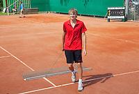 14-08-10, Hillegom, Tennis, NJK, Max de Vroome sleept de baan