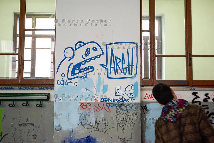 Milano, graffiti e scritte sul muro di un aula del Liceo Artistico Statale di Brera --- Milan, graffiti and writings on the wall of a class of Brera art high school