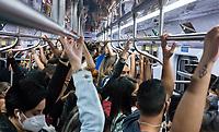 SÃO PAULO, SP, 26.04.2021:  Movimentação CPTM SP -Movimentação de passageiros nos trens da linha 7 Rubi da CPTM que liga a estação Luz na região central da cidade de São Paulo até a cidade de Francisco Morato -SP , na noite desta segunda -feira (26), no primeiro dia útil da fase de transição do plano São Paulo , com reabertura das atividades econômicas do setor de serviço.