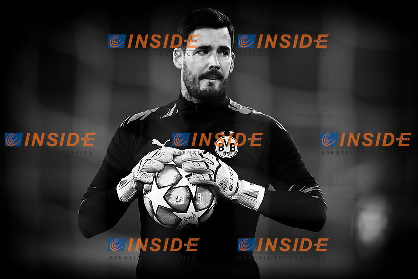 Roman Burki of Borussia Dortmund warms up prior to the Champions League Group Stage F day 1 football match between SS Lazio and Borussia Dortmund at Olimpic stadium in Rome (Italy), October, 200 Italy, 2020. Photo Andrea Staccioli / Insidefoto