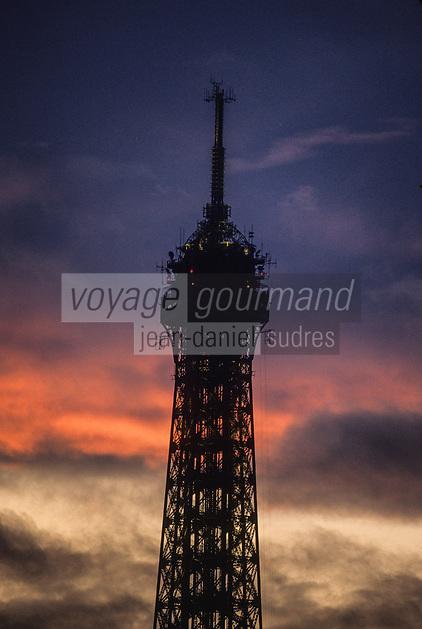 Europe/France/Ile-de-France/75007/Paris: La Tour Eiffel au soleil couchant // Europe/France/Ile-de-France/75007/Paris: La Tour Eiffel au soleil couchant