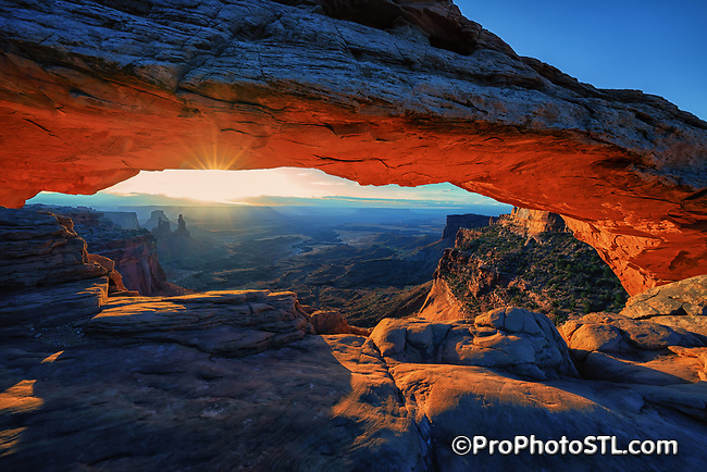 Mesa Arch in Islands in the Sky of Canyonlands National Park, Utah