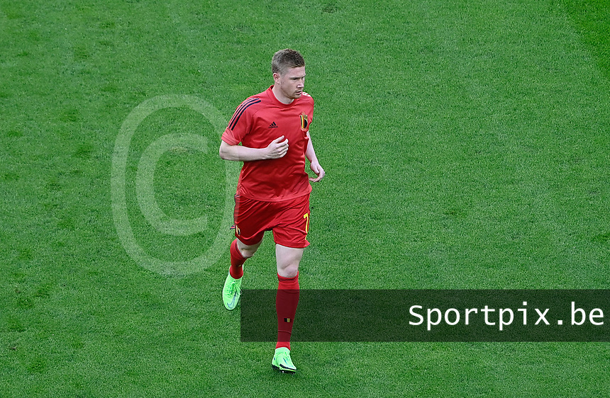 Belgian midfielder Kevin De Bruyne (7) pictured during warming up of a soccer game during the quarter final Euro 2020 European Championship between the Belgian national soccer team Red Devils and Italy , called the Azzurri , on friday 2 nd of July 2021  in the Allianz Arena in Munchen , Germany . PHOTO SPORTPIX   SPP   DAVID CATRY