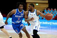 03-04-2021: Basketbal: Donar Groningen v Heroes Den Bosch: Groningen Donar speler Jarred Ogungbemi-Jackson met Den Bosch speler Demario Mayfield