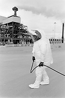 Usa. Utah. Tooele county. Deseret chemical depot. A worker wears a special pressure suit for highly contaminated area. The man is dressed with a demilitarization protective ensemble. Tooele chemical agent disposal facility (TOCDF). Program for destruction of chemical weapons and agent. Incinerating plant. Deseret chemical depot is distant 100 km from Salt Lake City. The Deseret Chemical Depot is one of eight Army installations in the U.S. that currently store chemical weapons. The weapons originally stored at the depot consisted of various munitions and ton containers, containing GB and VX nerve agents or H, HD, and HT blister agent. The Tooele Chemical Agent Disposal Facility is designed for the sole purpose of destroying the chemical weapons stockpile located at the depot. © 1998 Didier Ruef