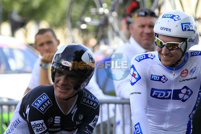 Stuart O'Grady (AUS) Saxo Bank and Wesley Sulzberger (AUS) FDJ relax before the start of Stage 19 of the 2010 Tour de France an individual time trial running 52km from Bordeaux to Pauillac, France. 24th July 2010.<br /> (Photo by Eoin Clarke/NEWSFILE).<br /> All photos usage must carry mandatory copyright credit (© NEWSFILE | Eoin Clarke)