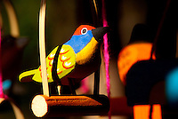 Artesão trabalha na produção dos mais variados brinquedos de miriti  como bichos , barcos, pássaros... uma fibra leve da palmeira também conhecida como Buriti e chamada de isopor da Amazônia é usado tradicionalmente na fabricação de objetos vendidos durante o período do círio para pagamento de promessas ou objeto de decoração.<br /> <br /> conhecida como coqueiro-buriti, buritizeiro, miriti, muriti, muritim, muruti, palmeira-dos-brejos, carandá-guaçu e carandaí-guaçu <br /> Pará, Brasil<br /> Foto Paulo Santos