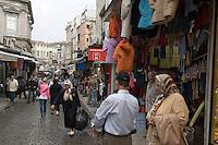 Türkei, Straßenszene in Eminönü in Istanbul