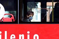 BOGOTA-COLOMBIA, 27-04-2020: Una ciudadana se moviliza  en Transmilenio durante la cuarentena en el dia 39 en Bogota,  por el COVID 19. / A citizen mobilizes in Transmilenio during the quarantine on day 39 in Bogota, by COVID 19./ Photo: VizzorImage / Luis Ramirez / Staff.