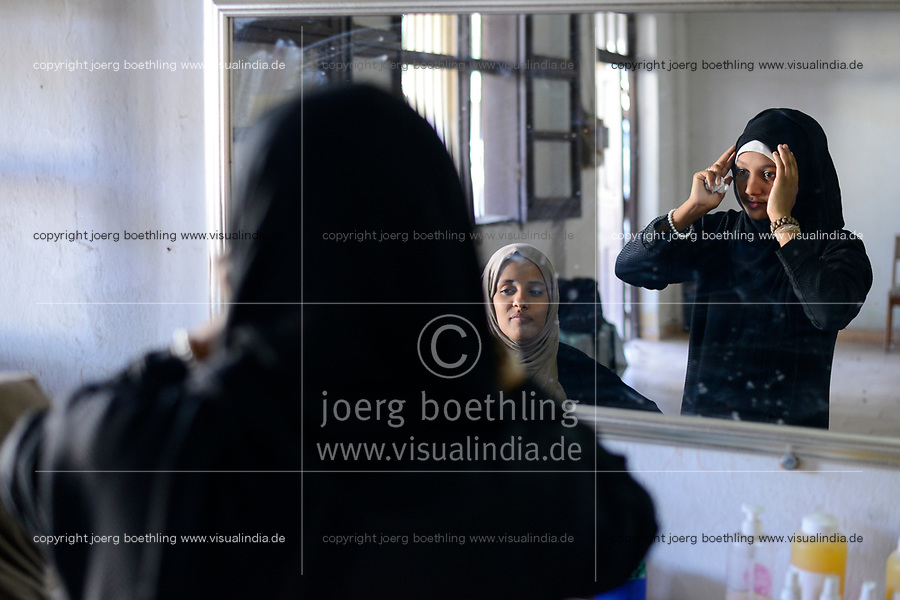 DJIBOUTI  centre for yemeni refugees, young yemeni woman with Chador / DSCHIBUTI, Betreuungszentrum  fuer jemenitische Fluechtlinge