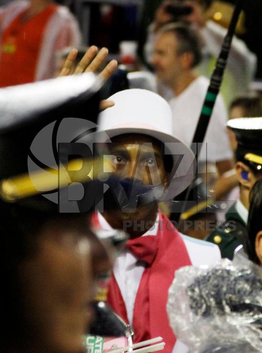 RIO DE JANEIRO, RJ, 07 DE MARÇO DE 2011 - CARNAVAL RJ - MANGUEIRA - O jogador do Flamengo Ronaldinho Gaucho durante desfile da Mangueira no primeiro dia de Desfile das Escolas de Samba do Grupo Especial do Rio de Janeiro, na Marquês de Sapucaí (Sambódromo), no centro da cidade, na madrugada desta segunda-feira (7). (FOTO: WILLIAM VOLCOV / NEWS FREE).
