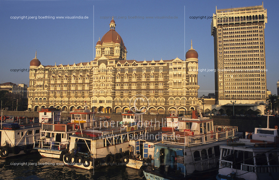"Asien Indien IND Megacity Mumbai Bombay .Fünfsterne Hotel Taj Mahal am Gateway of India , Hotel wurde in der britischen Kolonialzeit erbaut , die Hotelkette Taj Hotels and Ressorts ist Teil des TATA Konzern - Architektur Baustil Luxus Luxushotel Geld Gebäude Haus Immobilien immobilie Metropolen Megacities Stadt Großstadt Megastädte Tourismus Reise teure Hotels Reichtum xagndaz | .Asia India Mumbai .Fivestar Hotel Taj Mahal in Bombay - city building living housing house property architecture tourism travel hotels wealth .| [copyright  (c) agenda / Joerg Boethling , Veroeffentlichung nur gegen Honorar und Belegexemplar an / royalties to: agenda  Rothestr. 66  D-22765 Hamburg  ph. ++49 40 391 907 14  e-mail: boethling@agenda-fototext.de  www.agenda-fototext.de  Bank: Hamburger Sparkasse BLZ 200 505 50 kto. 1281 120 178  IBAN: DE96 2005 0550 1281 1201 78 BIC: ""HASPDEHH"" ,  WEITERE MOTIVE ZU DIESEM THEMA SIND VORHANDEN!! MORE PICTURES ON THIS SUBJECT AVAILABLE!! INDIA PHOTO ARCHIVE: http://www.visualindia.net ] [#0,26,121#]"