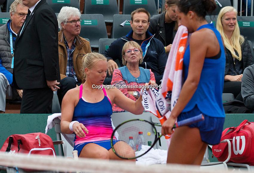 Paris, France, 01 June, 2016, Tennis, Roland Garros, Kiki Bertens (NED)  during changeover in her  match against Madison Keys (USA)<br /> Photo: Henk Koster/tennisimages.com