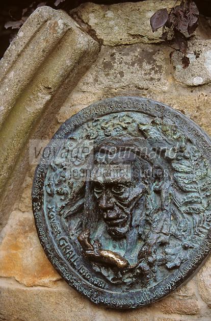 Europe/France/Bretagne/29/Finistère/Pont-Aven: Médaillon Xavier Grall (1930 - 1981) - Ecrivain et poête, il milita pour la modernité de la culture bretonne