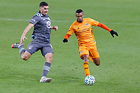 ST PAUL, MN - OCTOBER 18: Mauro Manotas #9 of Houston Dynamo and Michael Boxall #15 of Minnesota United FC battle for the ball during a game between Houston Dynamo and Minnesota United FC at Allianz Field on October 18, 2020 in St Paul, Minnesota.