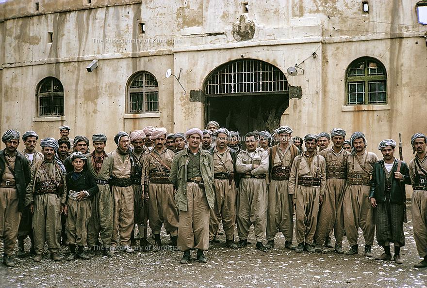 Iraq 1965  In front a military warehouse in Halabja,  Aziz Akrawi with his peshmergas   Irak 1965   Devant un entrepot militaire a Halabja,  Aziz Akrawi avec ses peshmergas