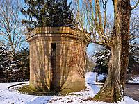 Historischer Wasserturm auf dem Rhahm-Plateau, Luxemburg-City, Luxemburg, Europa, UNESCO-Weltkulturerbe<br /> ancient watertower, Luxembourg City, Europe, UNESCO Heritage Site