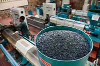 RUANDA, Kigali, plastic recycling at company Ecoplastics, processing of granules from recycled and raw material for further production of new foil, single extruder machine