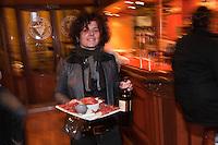 Europe/France/Aquitaine/64/Pyrénées-Atlantiques/Béarn/Pau: Cécile Rouffiac  -   Restaurant- Bar à vin: Oh ! Grain de raisin,  [Non destiné à un usage publicitaire - Not intended for an advertising use]