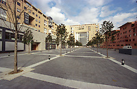 milano, quartiere bicocca, periferia nord. edifici residenziali --- milan, bicocca district, north periphery. residence buildings