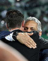 BOGOTA – COLOMBIA: 27-07-2016: Reinaldo Rueda, técnico  de Atletico Nacional de Colombia, celebran como campeon de la Copa Libertadores 2016 al vencer a Independiente del Valle, en el Estadio Atanasio Girardot, de la ciudad de Medellin. / Reinaldo Rueda,coach  of Atletico Nacional of Colombia, celebrates as champion of the Copa Bridgestone Libertadores 2016 after beat Independiente del Valle, at Atanasio Girardot Stadium in Medellin city. Photos: VizzorImage / Luis Ramirez / Staff.