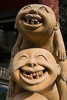 China, Peking (Beijing), Keramik-Plastik im Dashanzi Art District in ehemaligen Fabrikhallen, Jiuxianqiao Lu 4