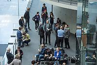 Sitzung des NSA-Untersuchungsausschuss am Mittwoch den 17. Juni 2015.<br /> Im Bild: Medien und Ausschussgaeste warten auf den Beginn der Sitzung.<br /> 17.6.2015, Berlin<br /> Copyright: Christian-Ditsch.de<br /> [Inhaltsveraendernde Manipulation des Fotos nur nach ausdruecklicher Genehmigung des Fotografen. Vereinbarungen ueber Abtretung von Persoenlichkeitsrechten/Model Release der abgebildeten Person/Personen liegen nicht vor. NO MODEL RELEASE! Nur fuer Redaktionelle Zwecke. Don't publish without copyright Christian-Ditsch.de, Veroeffentlichung nur mit Fotografennennung, sowie gegen Honorar, MwSt. und Beleg. Konto: I N G - D i B a, IBAN DE58500105175400192269, BIC INGDDEFFXXX, Kontakt: post@christian-ditsch.de<br /> Bei der Bearbeitung der Dateiinformationen darf die Urheberkennzeichnung in den EXIF- und  IPTC-Daten nicht entfernt werden, diese sind in digitalen Medien nach §95c UrhG rechtlich geschuetzt. Der Urhebervermerk wird gemaess §13 UrhG verlangt.]