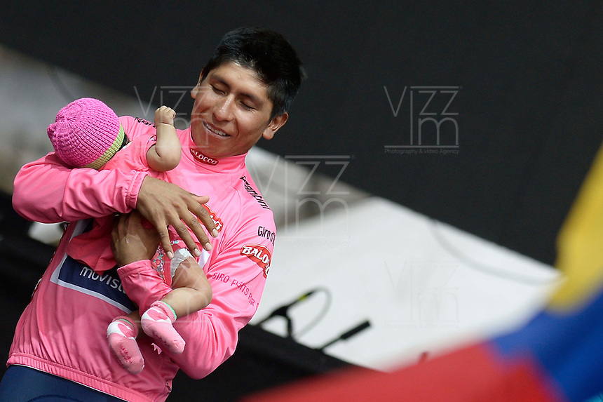 ITALIA. 01-06-2014. Nairo Alexander  Quintana Rojas -Col- (Movistar) con su hija Mriana en brazos celebra como campeón general de la versión 97 del Giro de Italia hoy 22 de mayo de 2014. / Nairo Alexander  Quintana Rojas -Col- (Movistar) with his daughter Mariana celebrates as champion of the 97th version of Giro d'Italia today May 22th 2014 Photo: VizzorImage/ Fabio Ferrari / LaPresse<br /> VizzorImage PROVIDES THE ACCESS TO THIS PHOTOGRAPH ONLY AS A PRESS AND EDITORIAL SERVICE AND NOT IS THE OWNER OF COPYRIGHT; ANOTHER USE HAVE ADDITIONAL PERMITS AND IS  REPONSABILITY OF THE END USER
