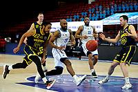 24-03-2021: Basketbal: Donar Groningen v Landstede Hammers: Groningen, Landstede speler Jhonathan Dunn en Donar speler Justin Watts jagen op de bal