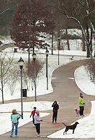 Charlotteans enjoy a rare snowfall that coated the Southeastern city in January 2009. Photo taken in Myers Park community.