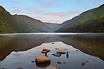 Ireland, County Wicklow, Glendalough: The Upper Lake amongst Wicklow Mountains | Irland, County Wicklow, Glendalough: der Upper Lake in den Wicklow mountains