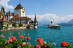 CHE, Schweiz, Kanton Bern, Berner Oberland, Oberhofen am Thunersee: Raddampfer Bluemlisalp und Schloss Oberhofen | CHE, Switzerland, Bern Canton, Bernese Oberland, Oberhofen at Lake Thun: paddle steamer Bluemlisalp and castle Oberhofen
