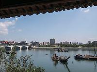 Arbeitsschiffe auf dem Taedong-Fluss, Pyongyang, Nordkorea, Asien<br /> Working ships on Taedong river, Pyongyang,, North Korea, Asia