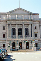 Cleveland: Cuyahoga County Court House, Central Facade. Designer, Charles Morris, a graduate of the Ecole Des Beaux Arts, Paris. Photo '01.