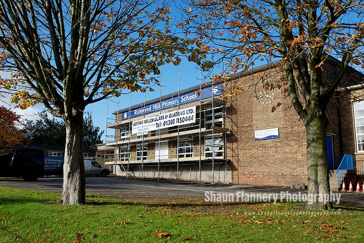 Pix: Shaun Flannery/shaunflanneryphotography.com...COPYRIGHT PICTURE>>SHAUN FLANNERY>01302-570814>>07778315553>>..27th October 2010............Adrian Welch Glass and Glazing..Richmond Hill Primary School, Sprotbrough Road, Doncaster.