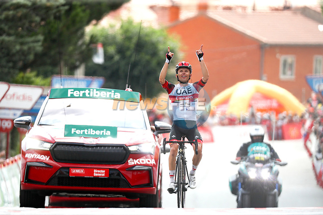 Rafal Majka (POL) UAE Team Emirates wins solo Stage 15 of La Vuelta d'Espana 2021, running 197.5km from Navalmoral de la Mata to El Barraco, Spain. 29th August 2021.     <br /> Picture: Luis Angel Gomez/Photogomezsport   Cyclefile<br /> <br /> All photos usage must carry mandatory copyright credit (© Cyclefile   Luis Angel Gomez/Photogomezsport)
