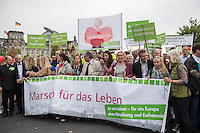 """""""Marsch fuer das Leben"""" des konservativen Bundesverbandes Lebensrecht (BVL) am Samstag den 17. September 2016 in Berlin. Mehrere tausend Lebensschuetzer zogen mit dem jaehrlichen """"Marsch fuer das Leben"""". Sie sind gegen ein Selbsbestimmungsrecht der Frau und fuer ein Verbot von Abtreibung.<br /> Gegnerinnen und Gegner der christlichen Fundamentalisten protestierten lautstark und riefen """"Mittelalter, Mittelalter!"""" und """"Haett Maria abgetrieben, waert ihr uns erspart geblieben"""".<br /> 17.9.2016, Berlin<br /> Copyright: Christian-Ditsch.de<br /> [Inhaltsveraendernde Manipulation des Fotos nur nach ausdruecklicher Genehmigung des Fotografen. Vereinbarungen ueber Abtretung von Persoenlichkeitsrechten/Model Release der abgebildeten Person/Personen liegen nicht vor. NO MODEL RELEASE! Nur fuer Redaktionelle Zwecke. Don't publish without copyright Christian-Ditsch.de, Veroeffentlichung nur mit Fotografennennung, sowie gegen Honorar, MwSt. und Beleg. Konto: I N G - D i B a, IBAN DE58500105175400192269, BIC INGDDEFFXXX, Kontakt: post@christian-ditsch.de<br /> Bei der Bearbeitung der Dateiinformationen darf die Urheberkennzeichnung in den EXIF- und  IPTC-Daten nicht entfernt werden, diese sind in digitalen Medien nach §95c UrhG rechtlich geschuetzt. Der Urhebervermerk wird gemaess §13 UrhG verlangt.]"""