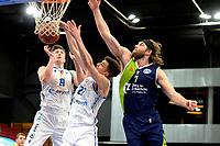 10-04-2021: Basketbal: Donar Groningen v ZZ Leiden: Groningen, Leiden speler Michael Finke in duel met Donar speler Willem Brandwijk en Donar speler Will Moreton