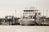 Fähre der Gesellschaft Frisia im Hafen von Norddeich - Norddeich 23.07.2020: Fahrt mit der Nordmeer zu den Seehundbänken